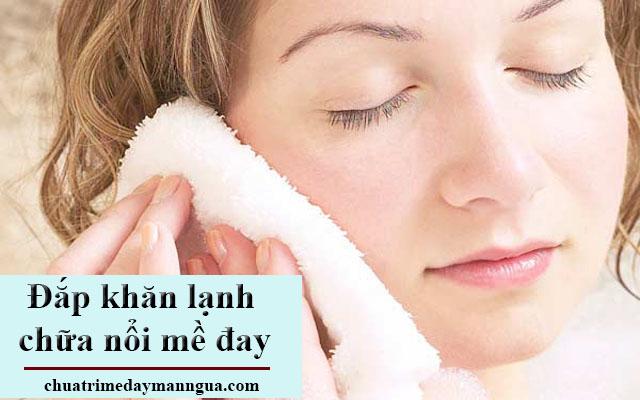 Sử dụng khăn ướt chữa bệnh nổi mề đay