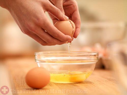 Chữa dị ứng da mặt bằng lòng trắng trứng gà
