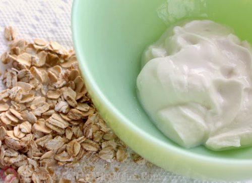 Cách chữa dị ứng da mặt bằng sữa chua và bột yến mạch