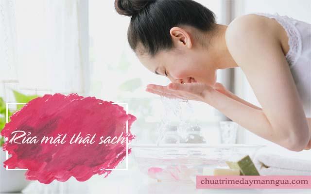 Luôn vệ sinh mặt thật sạch để dị ứng da mặt nhanh khỏi